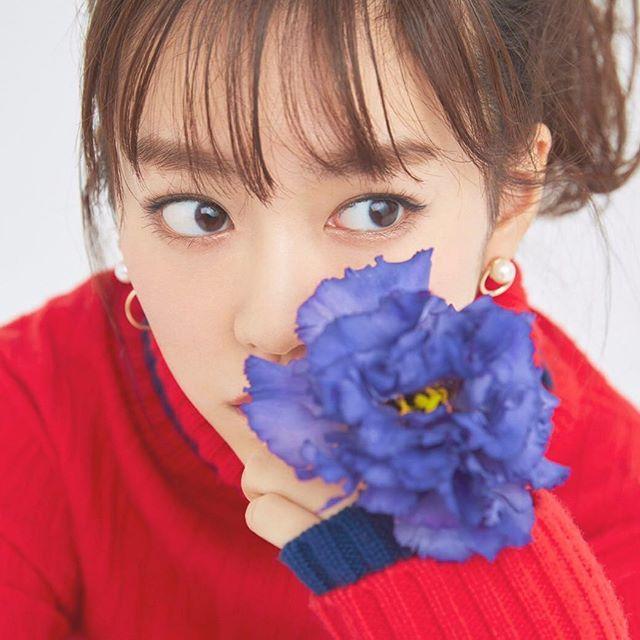 今年も 『桐谷美玲カレンダー2017.04-2018.03』 できました!! 2017年2月14日発売です🌹 お花たちと一緒に素敵な写真とってもらったよー!! リンク、上のプロフィールのところに貼っておくからみてね^ ^
