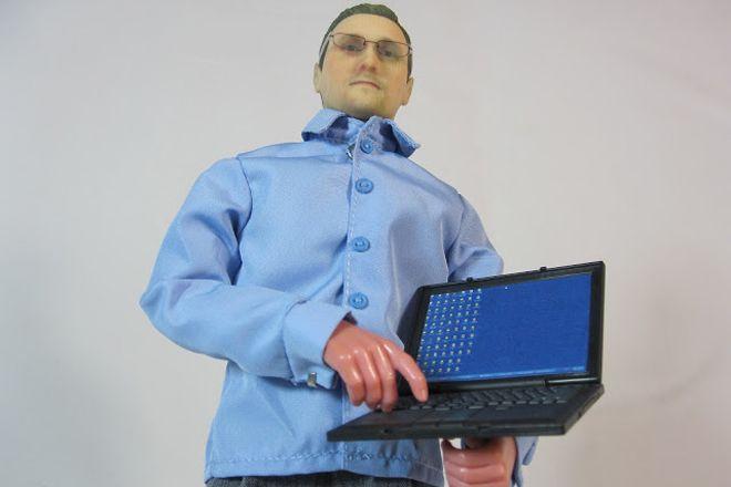 Boneco de Edward Snowden promove fundaçao pela liberdade de imprensa http://www.bluebus.com.br/boneco-de-edward-snowden-promove-fundacao-pela-liberdade-de-imprensa/