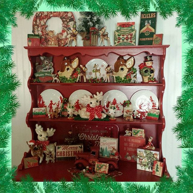 Instagram media by bits_of_vintage_bliss - The deer decided to visit the red hutch this year❤🎄❤ #houseofblisscozychristmas #bitsofbliss #vintagelove #themostwonderfultimeoftheyear #vintagechristmas #happyhutch #christmashutch