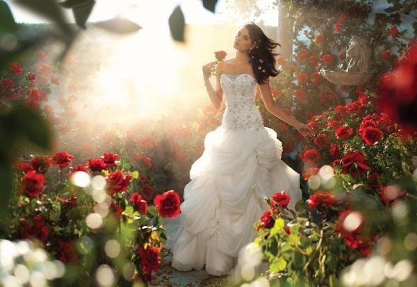 """2014 Disney by Alfred Angelo Robe de mariée """"Belle"""" <3"""