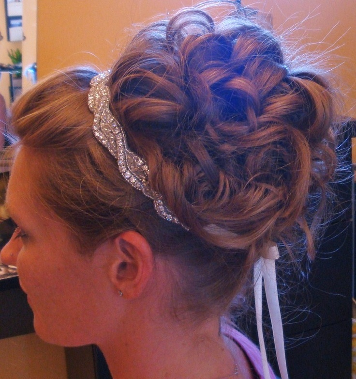 Bride Updo Upstyle Classic with a few dangling pieces at the front