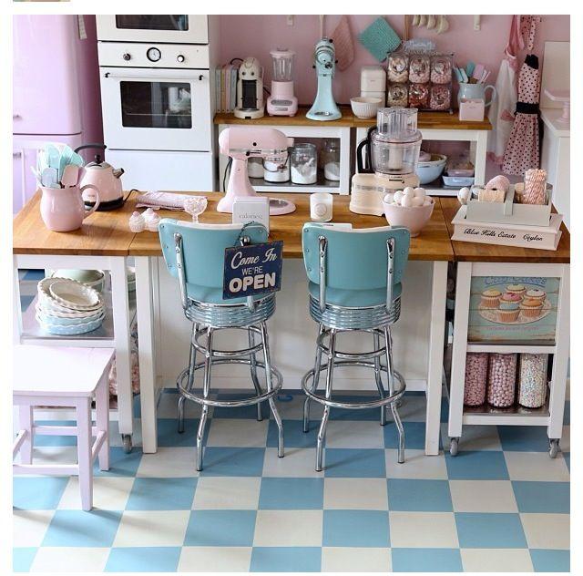 Vintage Kitchen Style: 50's Style Kitchen