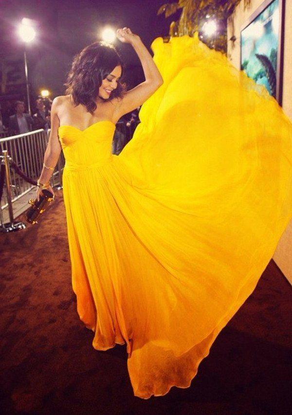 La robe jaune flottante Et voila votre look boosté pour la soirée!