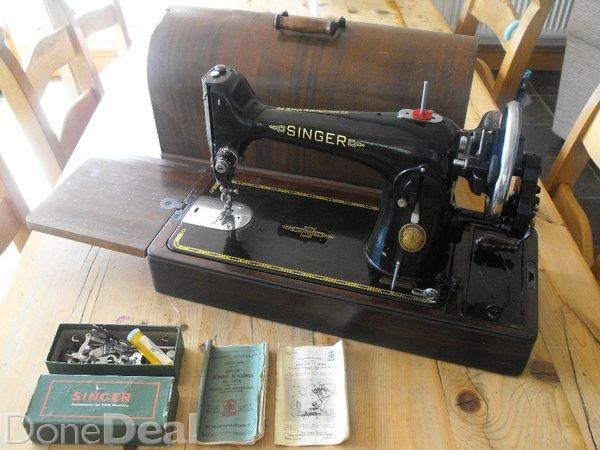 Vintage Singer sewing machine with case, instructions and accessories.#xtor=CS1-27-[share]