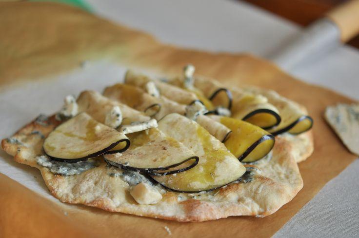 pizza med aubregine, gorgonzola og rosmarin. Latterlig god!