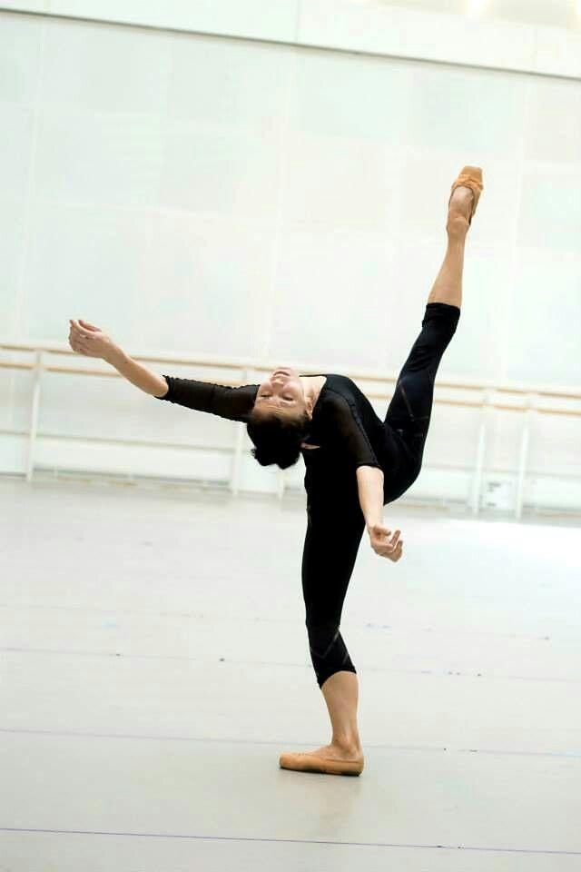 Natalia Osipova (Royal Ballet) rehearsing for Connectome. Photo by Bill Cooper ♥ Wonderful! www.thewonderfulworldofdance.com #ballet #dance