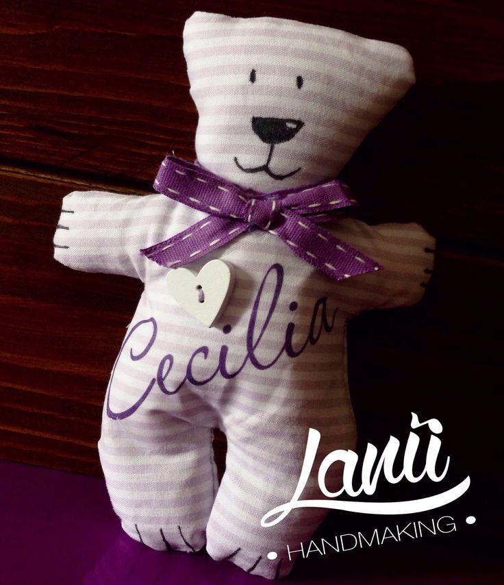 Ad ogni 'baby shower' che si rispetti non può mancare l'ormai famosa torta di pannolini e questo orsetto Tilda personalizzato sarà il topper di quella che sto realizzando per la piccola Cecilia!