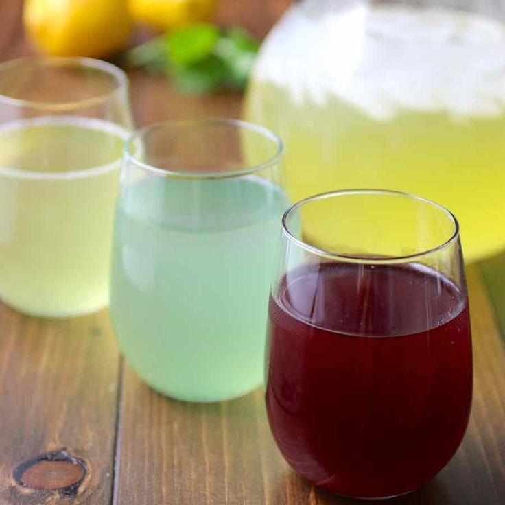 Le sharbat est une boisson populaire de l'ouest et du sud de l'Asie qui est souvent préparé à partir de fruits, herbes, ainsi que de pétales de fleurs.