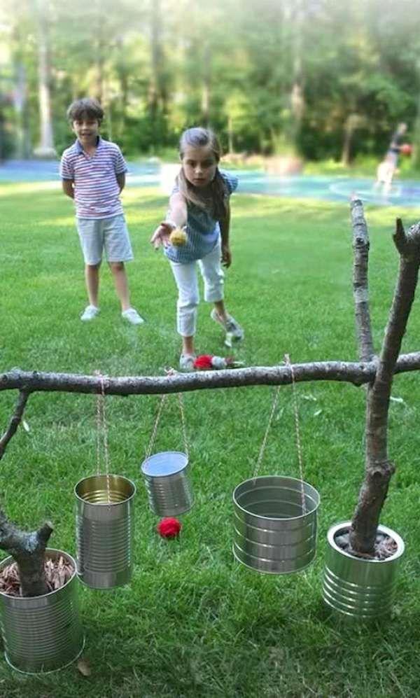 Jeu de lancer pour le jardin à fabriquer soi-même avec des boites de conserve.  17 Idées amusantes à faire avec des boites de conserve