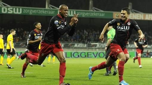 Janga viert zijn goal voor excelsior de club uit for Venster lantaarn rotterdam