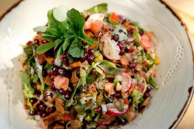 La salade fattouche du restaurant Damas.... (Photo David Boily, La Presse)