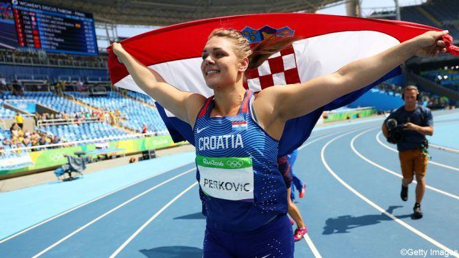 Sandra Perkovic, Kroatin vann damernas diskus 69.21 (enda godkända kastet), silver Melina Robert-Michon, Frankrike 66.73, brons Denia Caballero, Kuba 65.34.