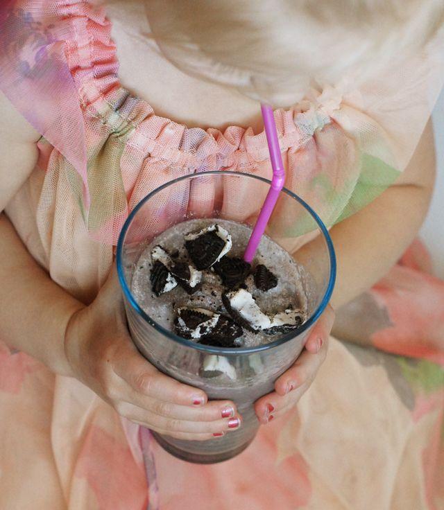 Skinny Oreo Milkshake  1 cup milk (I used 1%)  2½ Oreo cookies  1 tbsp. instant vanilla pudding mix   1 tsp. vanilla   1 tsp. sugar  1+ cup of ice