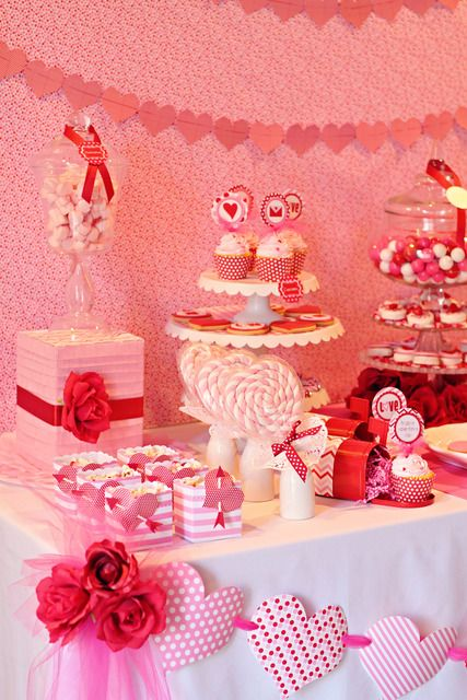 Loving the details on the Valentine's Day dessert table
