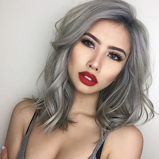 Chantelle is wearing MaryJoK by Kylie Cosmetics and she is looking ahh-mazing! Is anyone else loving her shoulder length silver curls?