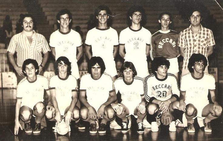 Beccari Futsal - Taça Paraná 1977 em Maringá (nesse dia vencemos a Associação dos Funcionários Municipais de Maringá por 3 a 0. Foto fornecida pelo Gilberto Palaro).