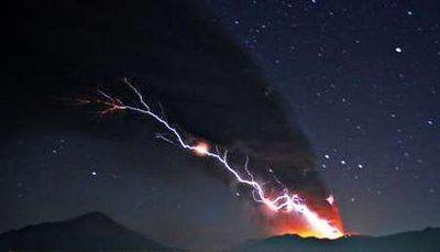 volcano lightning!: Lightning Strike, Lightning Photo, Random Nature Inspiration, Volcanoes Lightning, Mothers Nature, Fire Storms, Lightning Storms, Nature Strike, Nature Anomali
