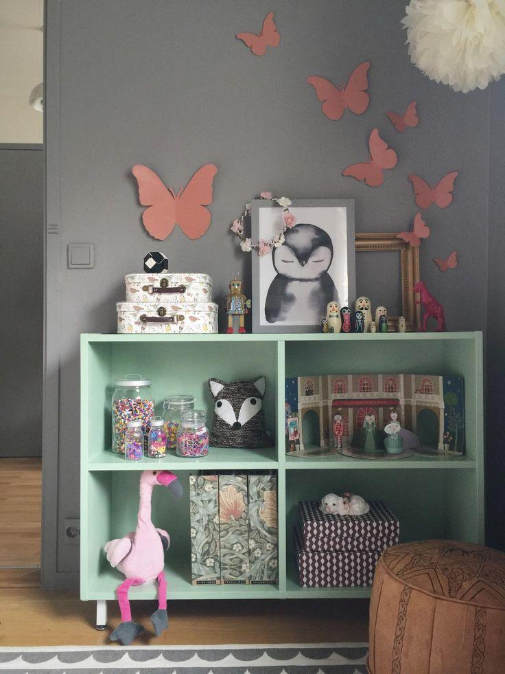 Kreativa Elin med bloggen Studio Elwa har gjort ett superfint IKEA hack av fjärilarna i KÄRESTA kollektionen. Vill ni se hur de såg ut före så titta här. Men med lite sprayfärg så trollade hon dem...