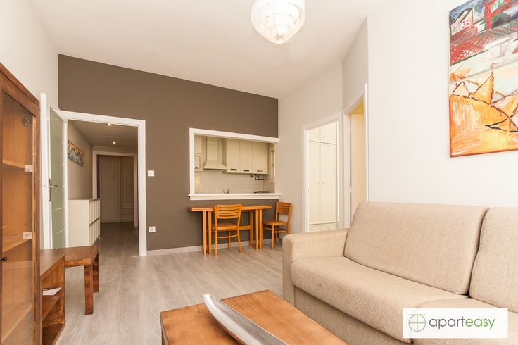 How do you like this bright and comfy apartment for 5 people next to the Sagrada Familia, in Barcelona city center?