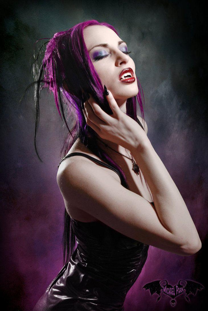 michaels-wwe-nude-vampyre-pics-carolina