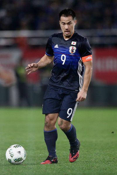 Shinji Okazaki Photos - Shinji Okazaki of Japan in action during the international friendly match between Japan and Oman at Kashima Soccer Stadium on November 11, 2016 in Kashima, Ibaraki, Japan. - Japan v Oman - International Friendly