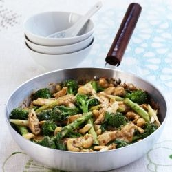 Healthy Chicken stir-fry rich in iron - cook this delicious Chinese takeaway favourite at home