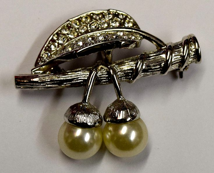 Vintage Flower Brooch Pin with Costume Pearls