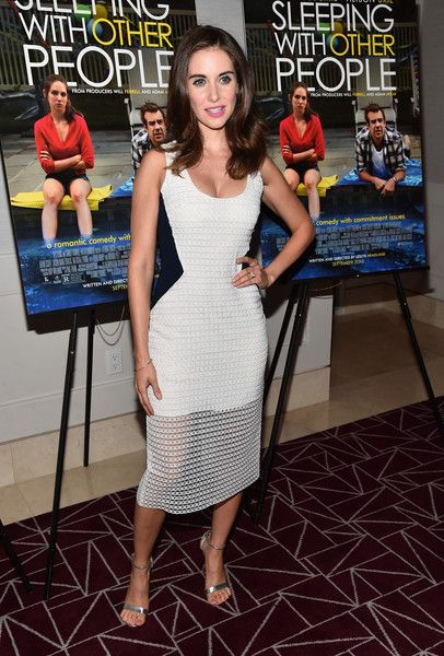 Alison Brie Lookbook: Alison Brie wearing Long Wavy Cut (9 of 17). Alison Brie sported cute bouncy waves at the screening of 'Sleeping with Other People.'