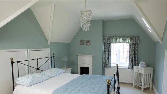 chambre peinture bleu sous les toits sous pente mansarde