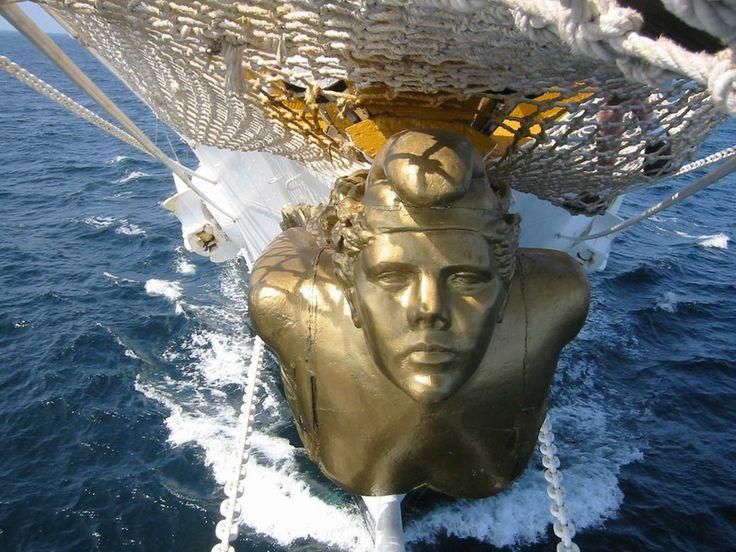 Puerto Madero: (mascaron de proa)  buque escuela Fragata Libertad.-