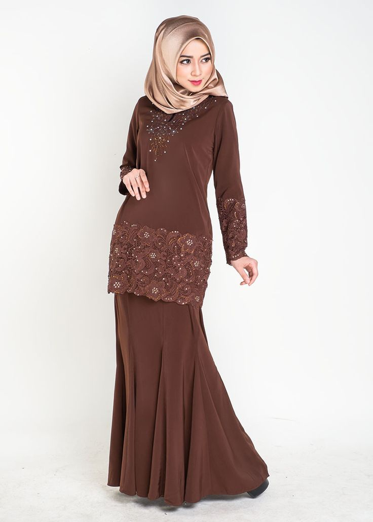 Qalisya Kurung Prada is amix of glamorous Prada lace at the sleeves and hem with sparkling diamentes. Simple yet rich in details, this modest baju kurung modern set is perfect for dressy and yet c…