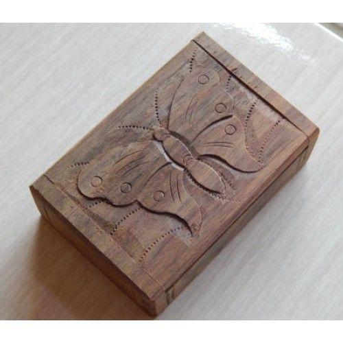 Kotak kayu 11x7 motif kupu kupu  Panjang: 11cm  Lebar: 7cm  Tebal: 4cm  Bahan: Kayu Sono  Kotak Kayu Tempat Perhiasan, sangat cocok untuk anda pengoleksi perhiasan. Disini anda bisa menyimpan perhiasan anda, Ukiran Batik membuat Kotak Kayu ini sangat Unik dan Menarik, Tersedia dari ukuran Kecil untuk tempat Cincin, dan ukuran Besar tempat berbagai macam perhiasan.