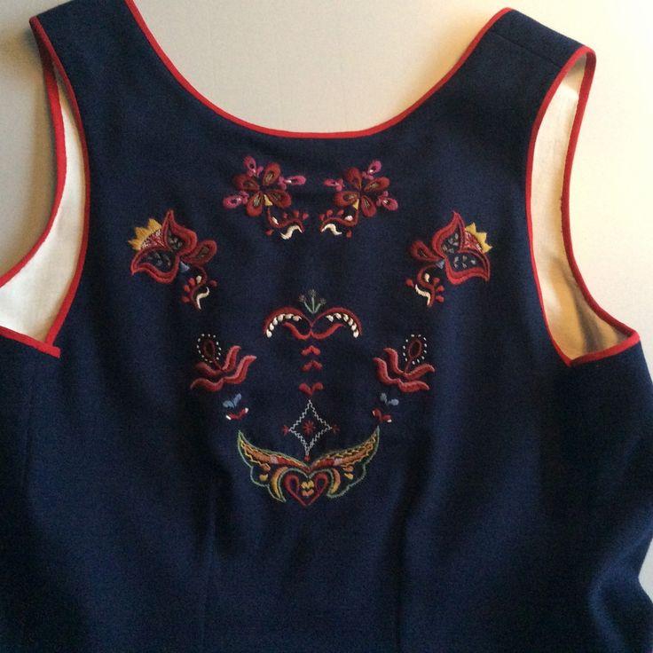 (1) FINN – Sunnmørsbunad med skjorte, veske og sølv selges komplett for 15000,-