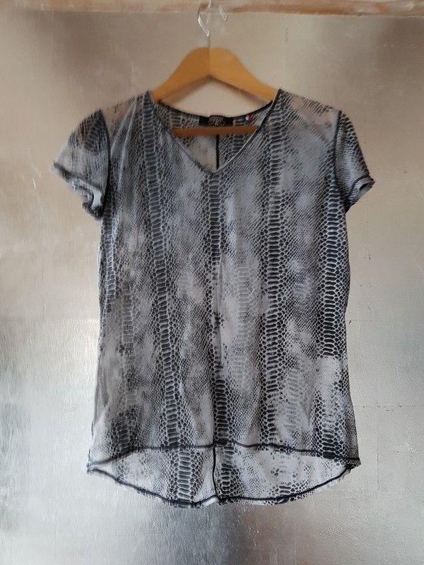 Tee shirt imprimé python T38 40   ventes sur vinted   Pinterest 98b8c9bbc36