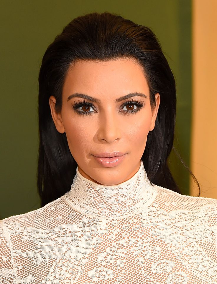 Os produtos para copiar a maquiagem de Kim Kardashian - Vogue | Maquiagem