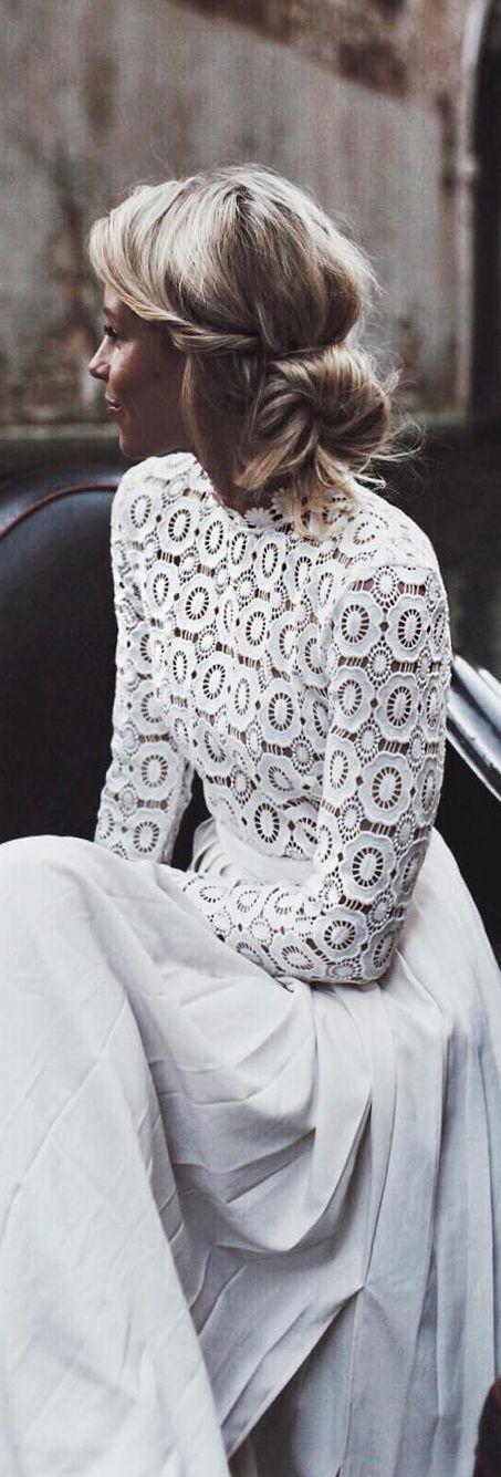Rompedor estilo behemio. Sin velo y ramo en colores pastel http://ideasparatuboda.wix.com/planeatuboda