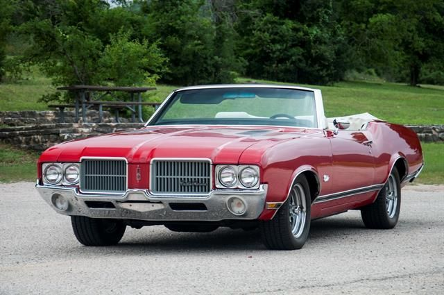 1971 Oldsmobile Cutlass Supreme  Very similar to my first car!