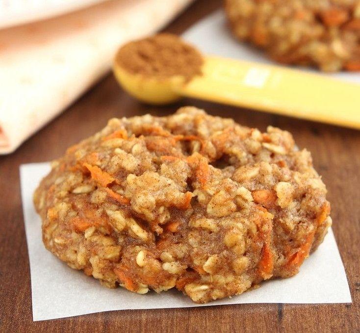 Εύκολα και υγιεινά μπισκότα, ιδανικά για όσους νηστεύουν ή προσέχουν την διατροφή τους. Με μόνο 95 θερμίδες το καθένα. Τι χρειαζόμαστε: 100 γρ. αλεύρι για όλες τις χρήσεις 50 γρ. βρώμη 1 κ.γ. baking powder 1/4 κ.γ. αλάτι 50 γρ. ζάχαρη 60