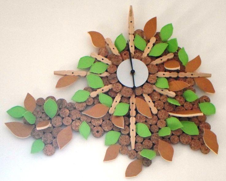 Orologio: Altro orologio creato con materiali di recupero.