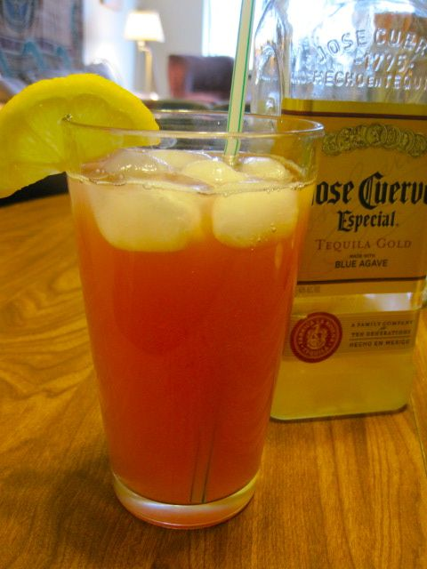 sexy drink made with tequila, peach schnapps, cranberry juice, sprite, and pineapple juice