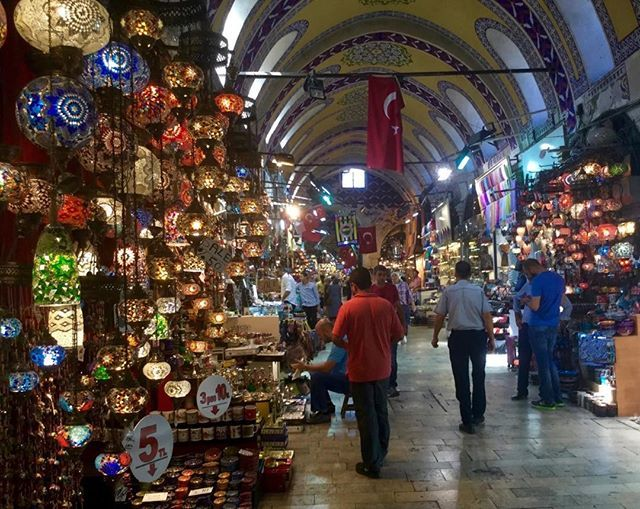 #GrandBazaar #Istanbul #Turkey This place is sooo big so vast - so interesting. @5000 shops - carpets (of course), spices, food, clothing, jewellery, artisans. And the outer market streets are just as fascinating- labyrinths of organised chaos.
