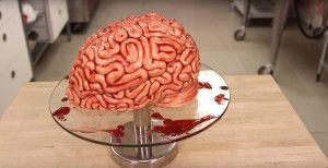 Hogy készítsünk Véres Agy tortát 'Walking Dead' módra,  #ágy #édesség #érdekes #fondant #horror #készítés #lekvár #málna #sütemény #torta #videó #vörös #WalkingDead, http://www.otthon24.hu/hogy-keszitsunk-veres-agy-tortat-walking-dead-modra/