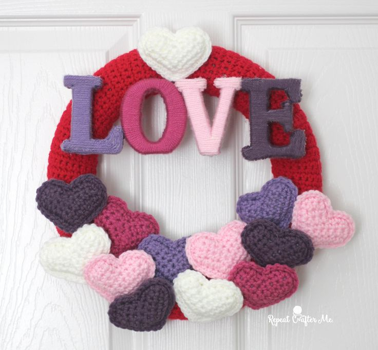 Crochet Valentine's Day Wreath Thanks so xox ☆ ★ https://uk.pinterest.com/peacefuldoves/