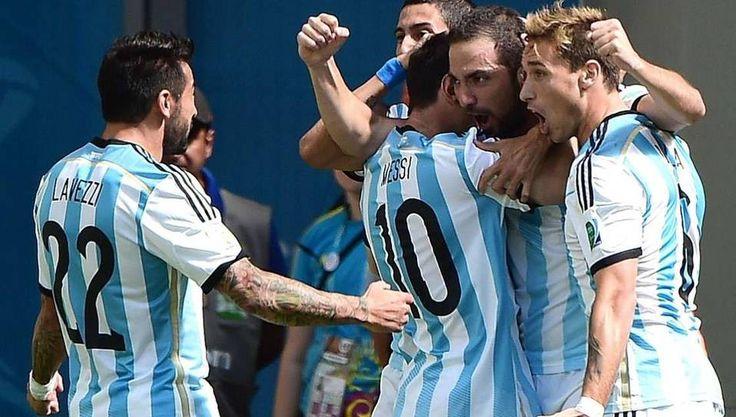 Gonzalo Higuaín festeja el primer gol de Argentina ante Belgica en el Estadio Nacional Mane Garrincha en Brasilia durante la Copa Mundial de la FIFA 2014 el 5 de julio  2014. (AFP)