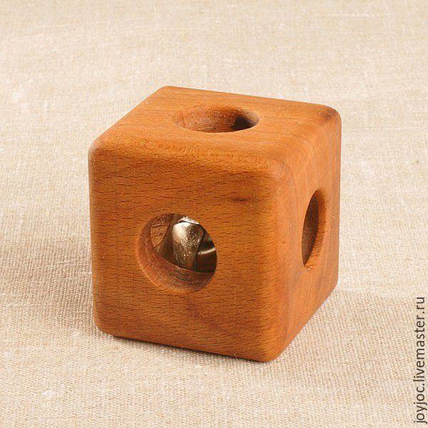 Купить Буковый кубик с бубенцом - коричневый, кубик, погремушка, грызунок, прорезыватель, деревянная погремушка
