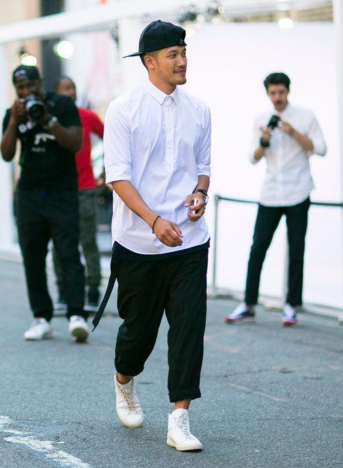 2015-09-13のファッションスナップ。着用アイテム・キーワードはキャップ, シャツ, スニーカー, 白シャツ, 黒パンツ,etc. 理想の着こなし・コーディネートがきっとここに。| No:124601
