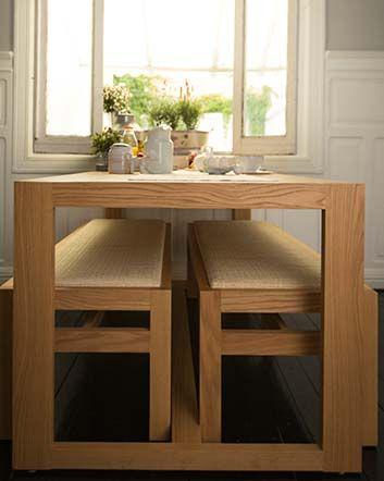En comedores chicos, el espacio es muy valioso. En lugar de sillas clásicas que pueden sobrecargar el cuarto, utiliza bancas que caben debajo de la mesa. ¡Son cómodas y también ideales para cenas familiares! ¿Se te antoja un almuerzo al aire libre? Opta por la mesa MicNic y su conjunto de dos bancas de madera natural.