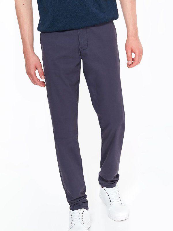 a64b89edba4541 Spodnie męskie granatowe - spodnie długie - TOP SECRET. SSP2864 Świetna  jakość, rewelacyjna cena, modny krój. Obejrzyj też inne spodnie tej marki.