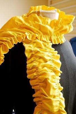 10 T-Shirt Scarf Tutorials / http://myblessedlife.net/2011/10/t-shirt-scarf-tutorial.html