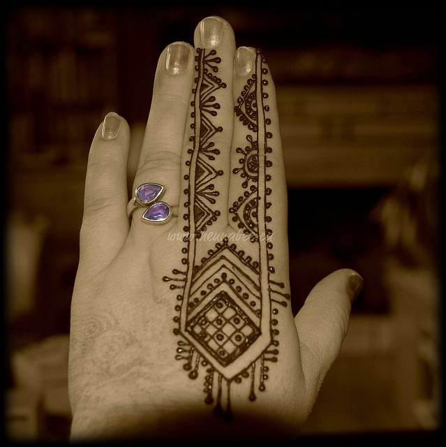 Moroccan Henna by Henna Bee, via Flickr